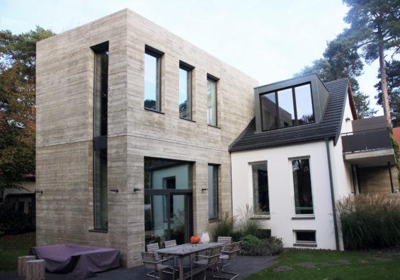 Einfamilienhaus mit Betonkubus